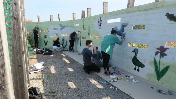 Dijaki so s tematskimi grafiti poslikali opazovališče, foto: Bojana Lipej